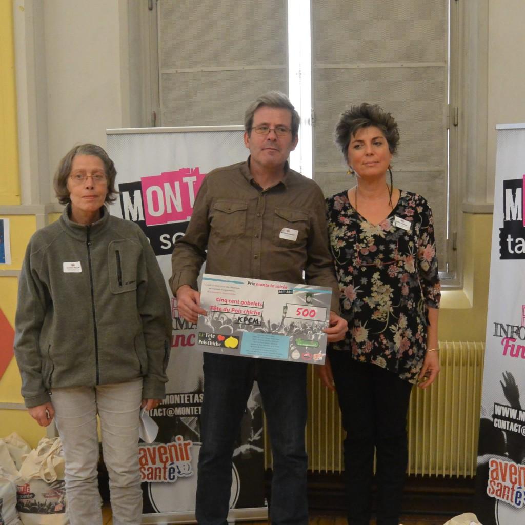 De gauche à droite : Colette Pibault de la Mairie de Paris et les lauréats du Kollectif du Pois Chiche Masqué
