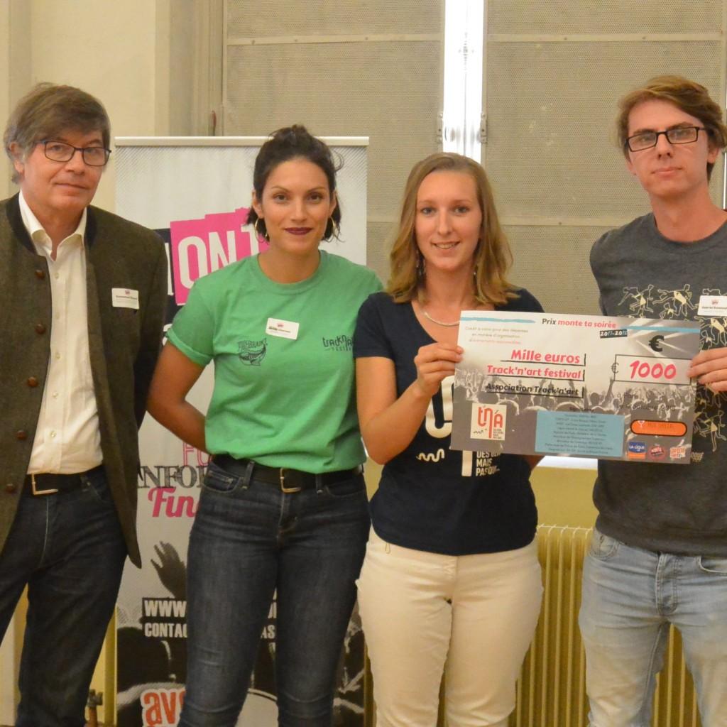 De gauche à droite : Emmanuel Ricard de la Ligue contre le Cancer et les trois représentants de l'association Track'n'Art