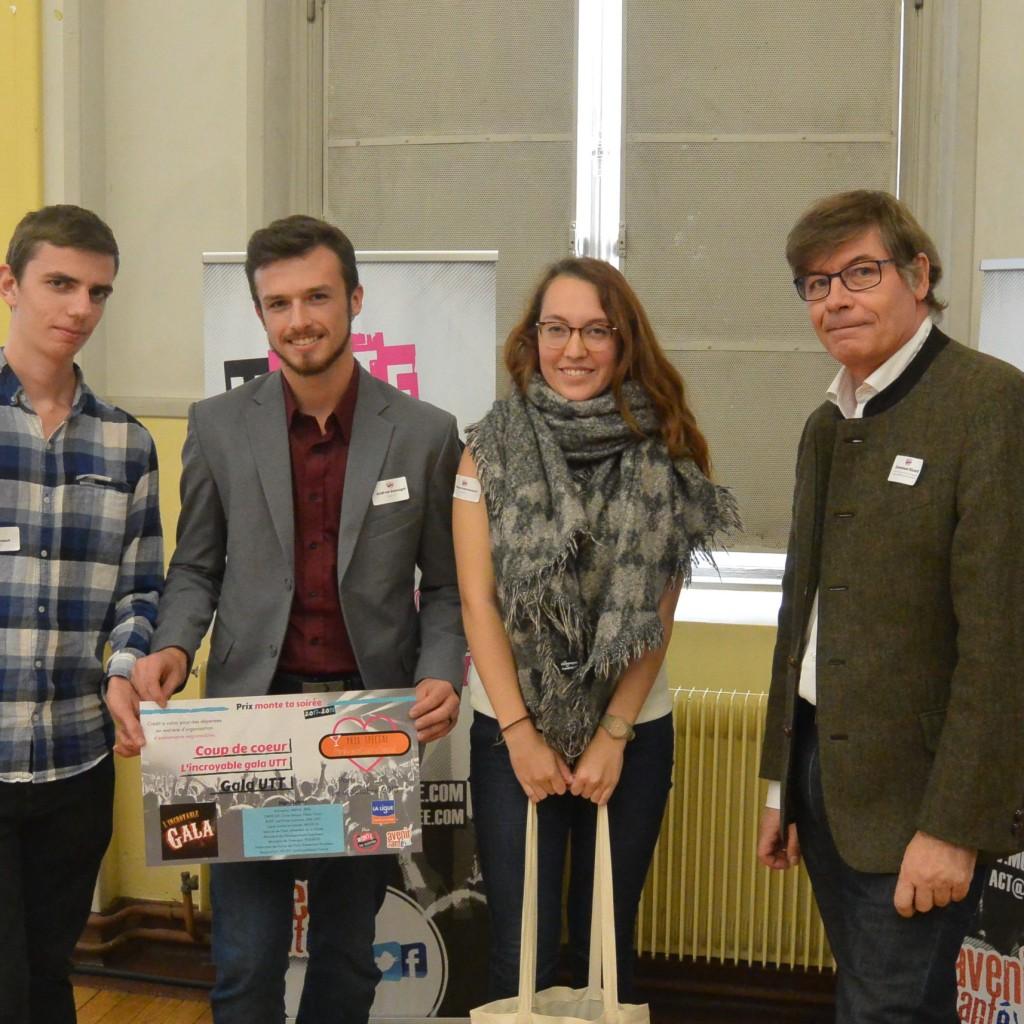 De gauche à droite : Les trois représentants du BDE UTT et Emmanuel Ricard de la Ligue contre le Cancer